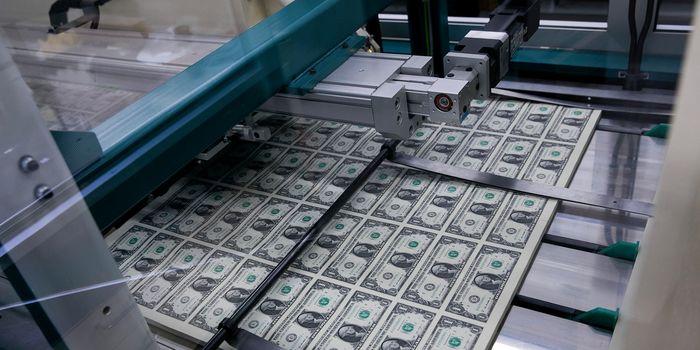 Эксперты объяснили, почему США не перестанут печатать доллары
