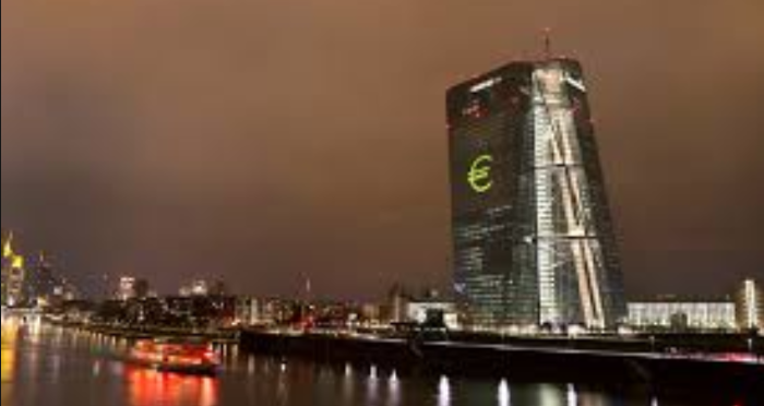 ЕЦБ нужно готовиться к сбросу денег с вертолета