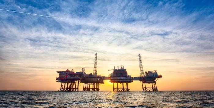 Мрачные перспективы мировой экономики тянут рынок нефти вниз