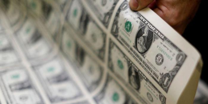 Доллар растет, так как инвесторы готовятся к глобальному спаду