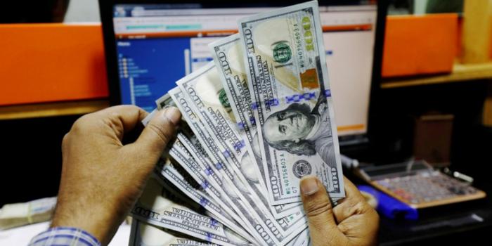 Доллар возобновляет рост, поскольку инвесторы выбирают безопасность