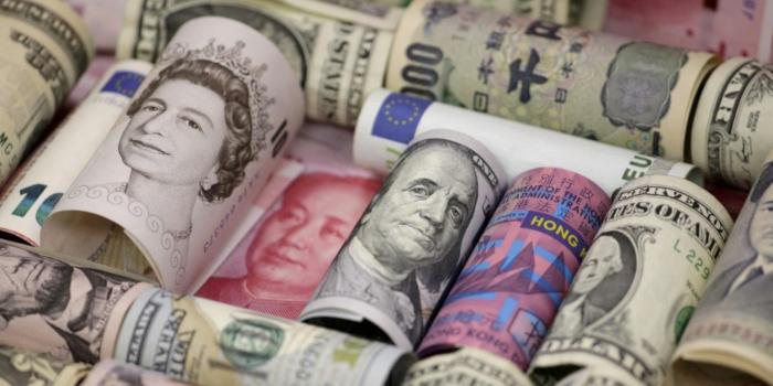 Аналитики объяснили причину столь мощного падения доллара