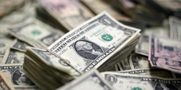 Трамп хотел опустить курс доллара, но ему запретили